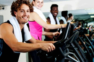 """""""No ginásio o exercício cardiovascular faz-se na passadeira, bicicleta, step ou elítica"""""""